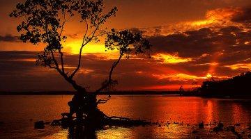 Laka kariba at sunset