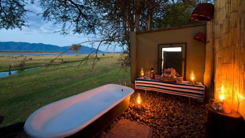 ruckomechi-camp-tub